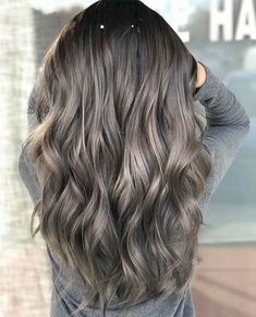 winter hair color trends Get Ready To See These 12 Hair Trends Everywhere In 2018 D Ombre Hair Color, Hair Color Balayage, Brown Hair Colors, Ashy Brown Hair Balayage, Grey Ombre, Haircolor, Modern Hairstyles, Winter Hairstyles, Brunette Hairstyles