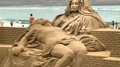 Figuras hechas con arena de playa