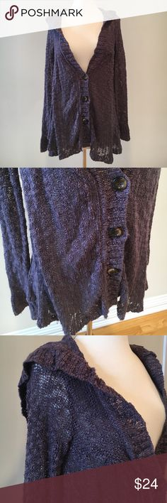 Hooded sweater cardigan ❤This is in great condition! I am unsure of brand but if someone knows from tag please let me know! Thanks 😊 Sweaters Cardigans