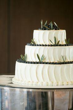 ウェディングケーキ/wedding cake/オリジナルケーキ/ナチュラルケーキ/シンプルケーキ Wedding Cakes, Desserts, Food, Wedding Ideas, Future, Instagram, Cake Ideas, Wedding Gown Cakes, Tailgate Desserts