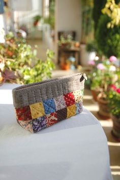 Diy Pouches, Sweater Blanket, Straw Bag, Quilts, Wallet, Purses, Sewing, Mini, Bags