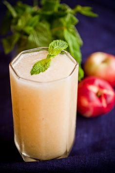 Boozy white nectarine & elderflower slushie | Kitchen Wench