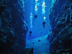Silfra, Iceland, Diving between continents