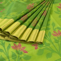 Jullaaha Green Handwoven Uppada Silk Saree With Floral Motifs 10008071 - profile - AVISHYA.COM