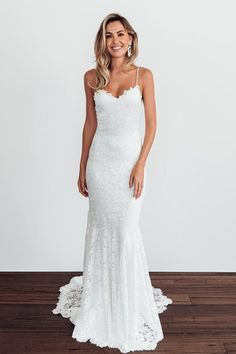 Are you a free-spirited bride at heart who loves Bohemian style wedding dresses? Get inspiration from this Grace Loves Lace bridal style guide and pre-loved wedding dresses ideas! Western Wedding Dresses, Bridal Wedding Dresses, Bridal Lace, Dream Wedding Dresses, Bridal Style, Wedding Dress Sheath, Popular Wedding Dresses, Simple Beach Wedding Dresses, Lace Trumpet Wedding Dress