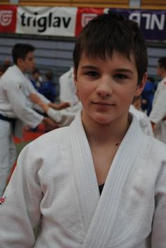 Na državnem prvenstvu osnovnih šol v judu so v Kopru nastopili tudi člani pomurskih judo klubov. Dobili smo rezultate iz dveh klubov. Med soboškimi judoisti je postal državni prvak Jan Lukač v kategoriji do 55 kg med člani Judo kluba Lendava pa je osvojil naslov državnega podprvaka v kategoriji do 50 kg Gašper Zadravec.
