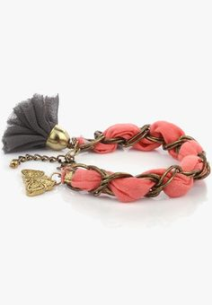 Give a gorgeous accent to your party looks this season with this voguish gold coloured bracelet from Blueberry Signature. This bracelet is not only fashionably designed, but is long-lasting and easy to maintain too, courtesy its metallic make.