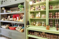 Sicilian Grocery in a one of t he most beautiful corner of Ortigia Island, Syracuse  #sicily #Syracuse #ortigia #gourmet #food #export #sicilianproduct #cuisinesicilienne #conserves #sauces #creams #honey #pasta