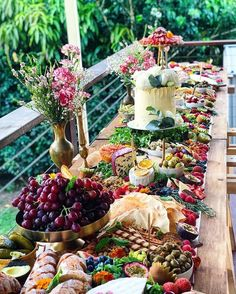 A Wedding Your Guests Will Always Remember (Top Tips) : Buffet stations for events Top tips and ideas on how to throw a wedding your guests will always remember and make your wedding a special, memorable event. Buffet Dessert, Party Buffet, Wedding Buffet Food, Dessert Bars, Charcuterie And Cheese Board, Charcuterie Display, Catering Display, Party Catering, Catering Food
