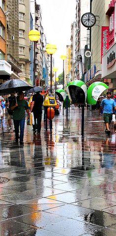 Dia chuvoso na Rua dos Andradas (Rua da Praia) , Porto Alegre, Rio Grande do Sul, Brazil