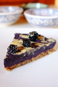 How to prepare a raw blackberry cake. Vegan recipe, gluten-free, raw, naturally sweet and very energetic. Perfect for summer breakfasts and snacks. Vegan Sweets, Vegan Desserts, Delicious Desserts, Tortillas Veganas, Raw Cake, Torte Cake, Raw Vegan Recipes, Vegan Food, Vegan Dishes