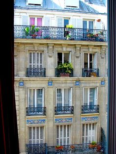 Apartment in Paris (rue Chappe, Montmartre)  | by © one day at a time