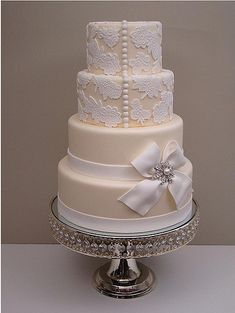 Cream & White Wedding Cake. So classy and elegant!