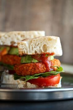 The most AMAZING Smoky barbecue sweet potato chickpea burgers that are vegan, gluten-free and oil-free. These impress every meat-eater! Easy, quick and delicious burgers with few basic ingredients. Burger Recipes, Vegetarian Recipes, Chickpea Recipes, Lunch Recipes, Dinner Recipes, Pesto, Sweet Potato Burgers, Onigirazu, Whole Food Recipes