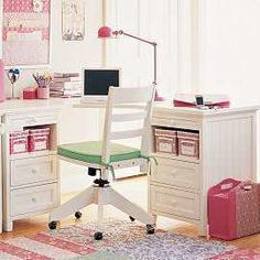 I would love a desk similar to this for Madi's room...just a little bigger and with a hutch of some sort.