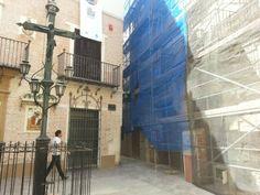 El Manjar Andamios realizó la rehabilitación de este edificio en la Plaza San Juan de Dios de Málaga. Pasaje al otro lado del anterior para facilitar el paso entre calles.