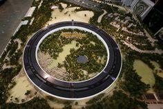 Modellino dell'Apple Space Campus a #Cupertino, futuro headquarter della multinazionale americana. #Apple