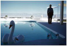 Robert Doisneau, Palm Springs, 1960 © Atelier Robert Doisneau tag: vintage swan