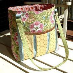 Free tote bag sewing pattern. The Ambrosia Bag.
