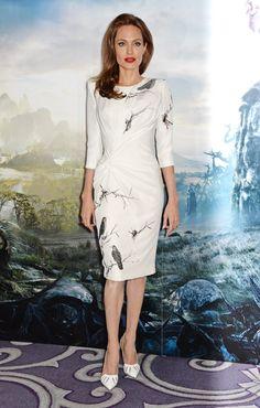 Pin for Later: 40 Gründe, Angelina Jolie's Style zu lieben Angelina Jolie 2014 in Versace bei der Premiere von Maleficent