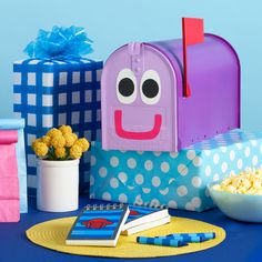 Plan the ultimate Blue birthday bash with these easy DIYs and hacks! Nick Jr Birthday, Blue Birthday Parties, Birthday Bash, It's Your Birthday, Birthday Ideas, Cake Birthday, Clue Themed Parties, Party Themes, Party Ideas