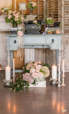 Vintage Wedding Hair This is the ultimate vintage table set up! Such a great way to welcome your guests to your wedding reception. Vintage Wedding Flowers, Vintage Wedding Theme, Cute Wedding Ideas, Wedding Styles, Rustic Wedding, Trendy Wedding, Vintage Decoration Wedding, Vintage Wedding Inspiration, Elegant Wedding