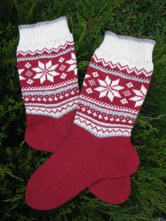 knit socks wool socks knitted socks Scandinavian pattern Norwegian socks Christm… knit socks wool socks knitted socks Scandinavian pattern Norwegian socks Christmas socks gift to man. gift to woman men socks Women socks. by WoolMagicShop on Etsy Wool Socks, Knitting Socks, Baby Knitting, Free Knitting, Fair Isle Knitting Patterns, Fair Isle Pattern, Knitting Ideas, Baby Boy Booties, Norwegian Knitting