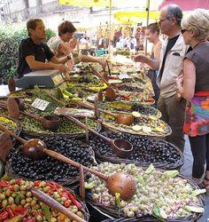 France Impressions: Sunday Market in France - Olives Galore!