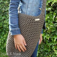 Haak & Maak - link to pattern Crochet Skirts, Crochet Purses, Diy Crochet, Crochet Clothes, Crotchet Bags, Knitted Bags, Zou, Crochet Handles, Diy Bags Purses