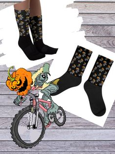 HALLOWEEN SOCKS dAvco Pumpkin Skulls Ghost Bats Skeleton Moon Shoes Costume 4-10