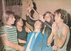 Phil Rudd, Malcolm Young, Angus Young, Mark Evans, Bon Scott AC/DC
