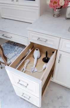 Clever ways to maximize bathroom storage from Tidbits&Twine! Bad Inspiration, Bathroom Inspiration, White Bathroom, Small Bathroom, Bathroom Ideas, Shower Ideas, Bathroom Mirrors, Design Bathroom, Tile Design