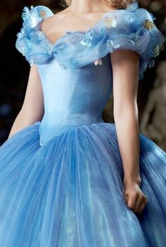 Dress cinderella 2019 Off The Shoulder Ball Gown Tulle Quinceanera Dresses Sweep Train 2019 aus der Schulter Ballkleid Tüll Quinceanera Kleider Sweep Zug Quince Dresses, Ball Dresses, 15 Dresses, Pretty Dresses, Beautiful Dresses, Ball Gowns, Fashion Dresses, Girls Dresses, Wedding Dresses