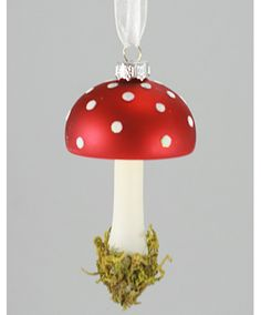 Shroom lovers, rejoice! Your ornament is here!!