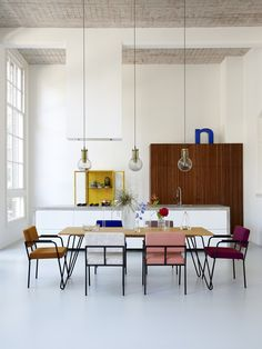 Die ruimte + tafel en stoelen | Interieur