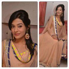 Amrita Rao picks another gorgeous Kanika Kedia ensemble promoting her film Singh Saab The Great