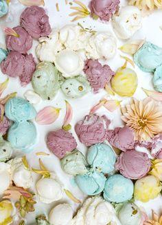 Kinfolk Magazine / Editorial voor Kinfolk Magazine. Een surrealistische bloemenwereld. Prachtige pastels in combinatie met de mooiste kleuren italiaans ijs. Een ware streling voor het oog.