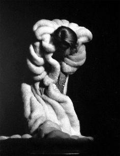 Marlene Dietrich takes a bow, 1962
