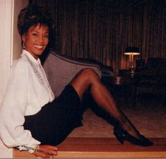 She will always be the greatest singer in the world! I will always love you Whitney! Whitney Houston Young, Whitney Houston Pictures, Beverly Hills, Young And Beautiful, Beautiful People, Always Love You, African American Women, Popular Music, Women In History