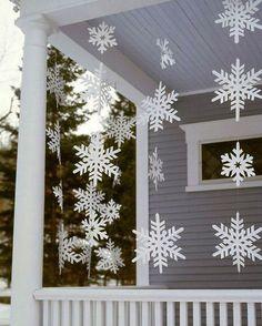Idea deco: copos de nieve DIY decorando la entrada de casa #ideas #decoracion #Navidad