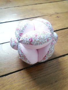 balle de préhension en tissu inspiration Montessori : Jeux, peluches, doudous par clarissecrea