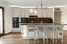 Proiect bucatarie Calea Ferentari | Kuxa Studio, expert in mobila de bucatarie - 5362 Classic, Kitchen, Table, Furniture, Home Decor, Derby, Cooking, Decoration Home, Room Decor
