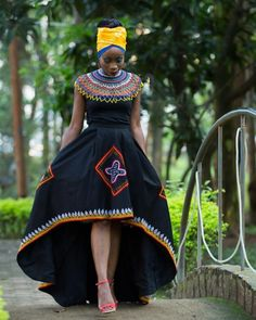 Cameroon's most popular traditional outfit is called the Toghu or Atoghu. Traditional African Clothing, African Traditional Wedding, Traditional Gowns, Latest African Fashion Dresses, African Print Dresses, African Attire, African Wear, African Goddess, African Head Wraps