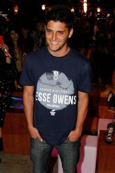 O ator Bruno Gissoni já aderiu a nova coleção Verão 2013 Jonny Size!
