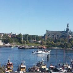 Stockholm se intinde, pe 14 insule, in lacul Mälaren si este capitala și cel mai mareoras al Suediei. Prima atestare documentară a orașului datează din1252, când era o piață importantă în comerțul cu fier. Se spune că orașul a fost fondat de Birger Jarl, cu...