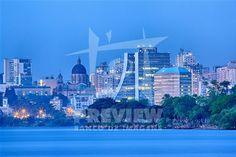 Porto Alegre é a capital do estado do Rio Grande do Sul e está localizada junto ao Guaíba, no extremo sul do país, a 2 111 km de Brasília. A cidade constituiu-se a partir da chegada de casais açorianos portugueses em 1742. O seu feriado é o dia 2 de fevereiro, dia de Nossa Senhora dos Navegantes, padroeira da cidade. Com cerca de 4,1 milhões de pessoas, em 2006, é a cidade com maior índice de desenvolvimento humano no Brasil e a capital que menos tem analfabetos.