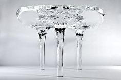 まるで氷 (°▱°)!! 透明な液体のテーブル Zaha Hadid:DDN JAPAN