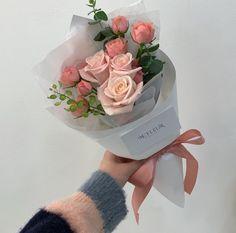 704 grafik o Flowers 🥀💐 w We Heart It Boquette Flowers, Beautiful Bouquet Of Flowers, Luxury Flowers, Flower Boxes, My Flower, Fresh Flowers, Planting Flowers, Beautiful Flowers, Bloom Baby