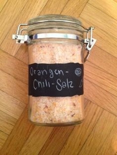 Miss creative: Orange chili salt – Famous Last Words Diy Gifts For Dad, Diy Gifts For Friends, No Salt Recipes, Herb Recipes, Chilis Menu, Curry, Seasoning Mixes, Kitchen Gifts, Food Design