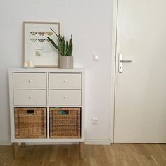 The IKEA Kallax series Storage furniture is an essential part of any home. They offer get and help you keep track. Fashionable and wonderfully simple the rack Kallax from Ikea , for example. Bedroom Decor For Small Rooms, Ikea Bedroom, Diy Bedroom Decor, Ikea Expedit, Kallax Hack, Kallax Shelf, Cheap Home Decor, Diy Home Decor, Flur Design